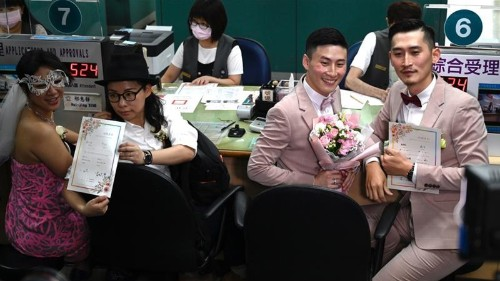 Taiwan holds first official same-sex weddings