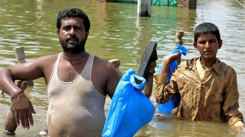 Flood-hit Pakistanis decry official response