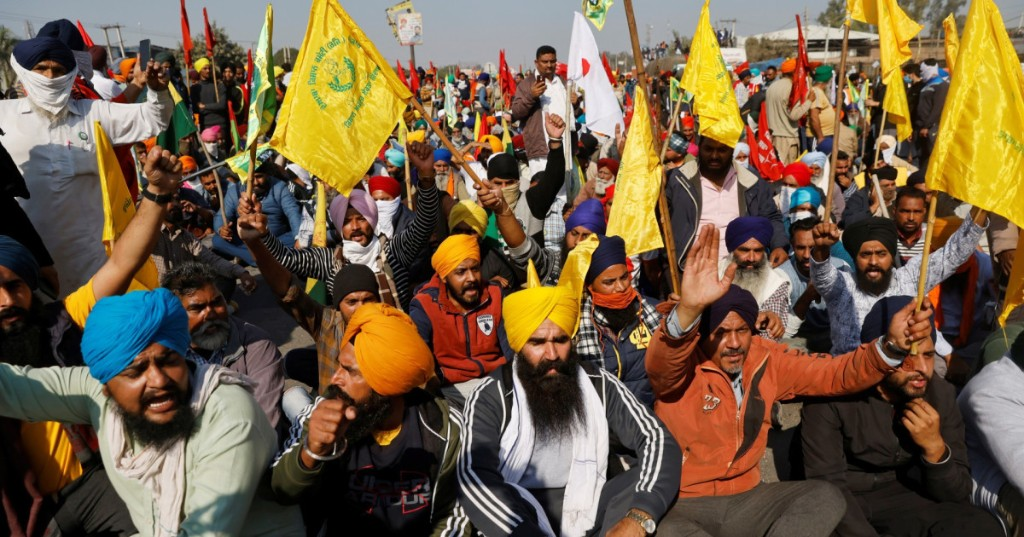 Why are thousands of Indian farmers protesting?