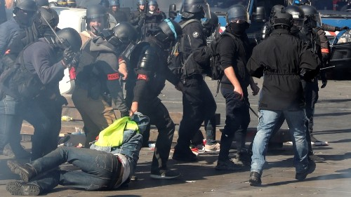 France: Police use tear gas, arrest scores at Yellow Vest protest