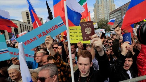 Thousands rally in Moscow backing barred opposition candidates