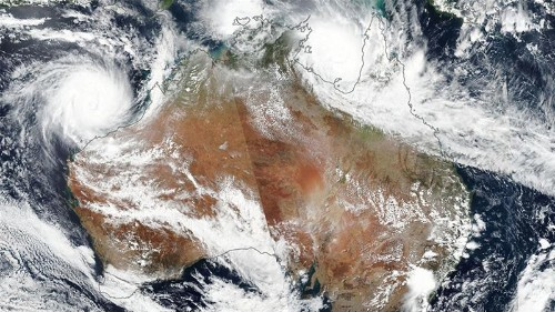 Australia: Cyclone Veronica lashes west coast