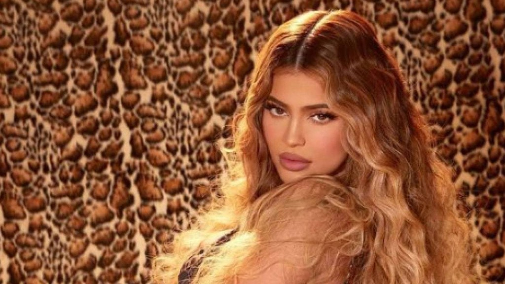 Kylie Jenner Shared an Unfiltered Selfie While Wearing Makeup From Her New Leopard-Themed Collection