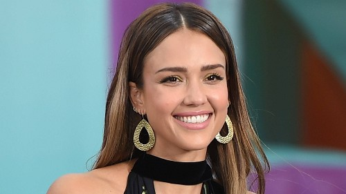 Jessica Alba Has a Genius Trick for Applying Mascara So It Fully Coats Lashes