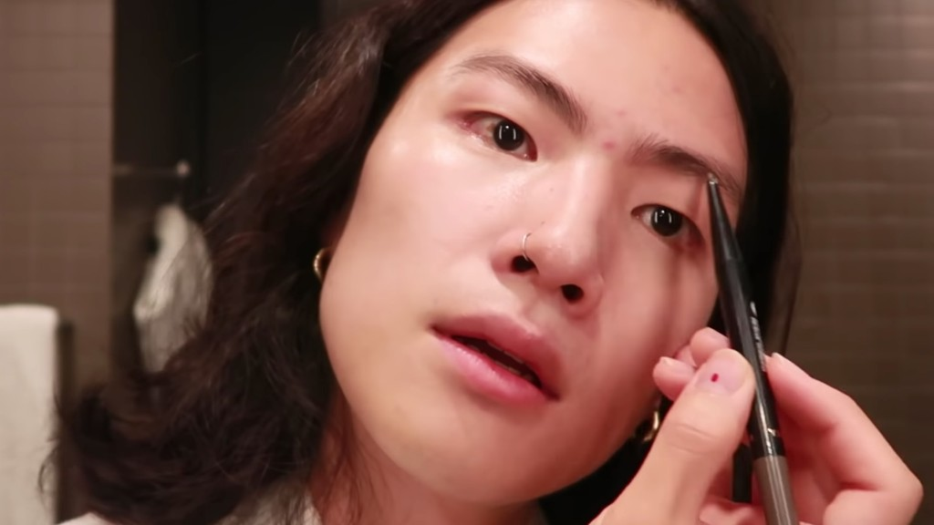 Korean Model Shares Genius Brow Pencil Trick For Making Pigment Stick