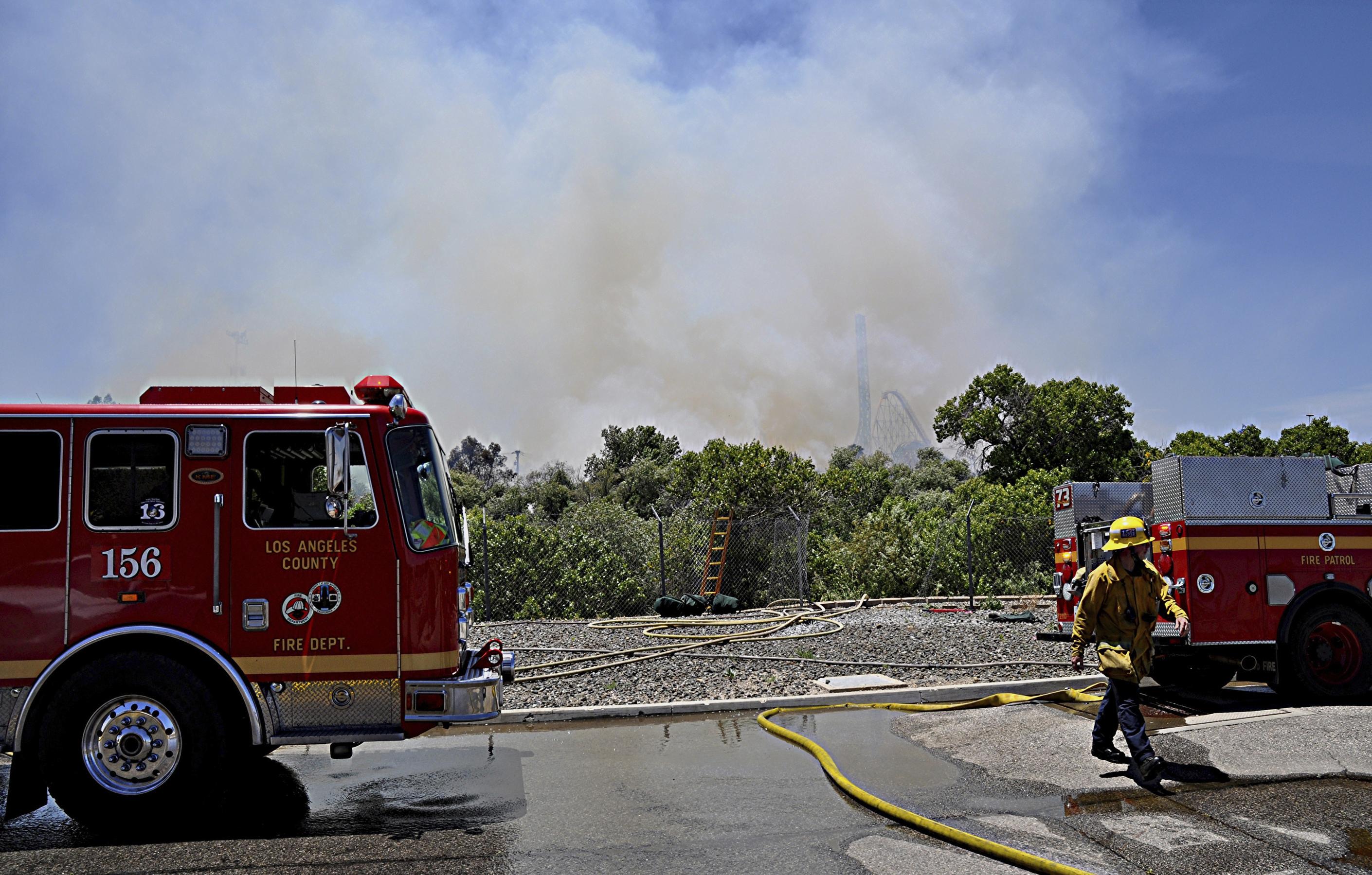 Brush fire sets off evacuation at California amusement park