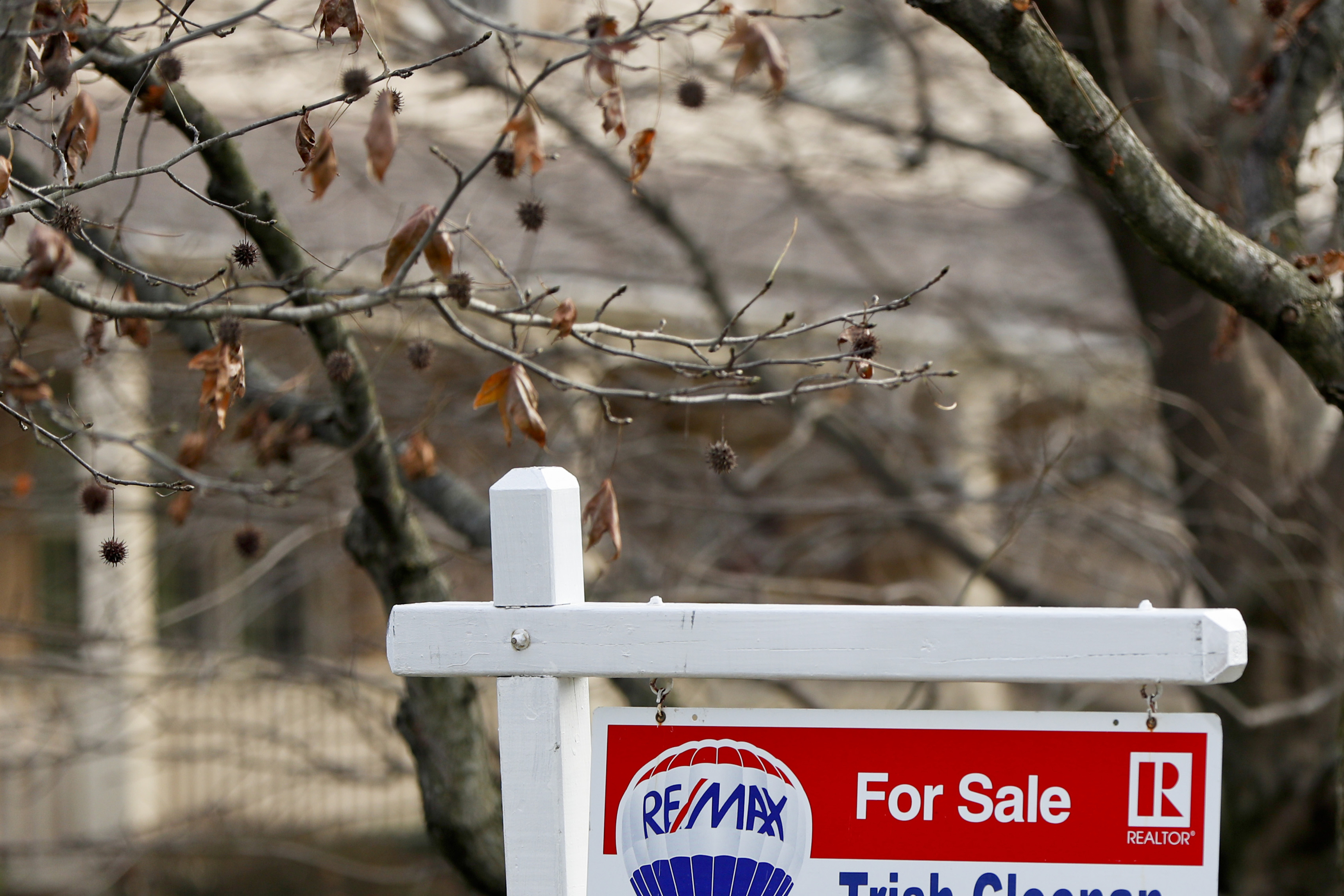 US home sales plummeted 6.4 percent in December