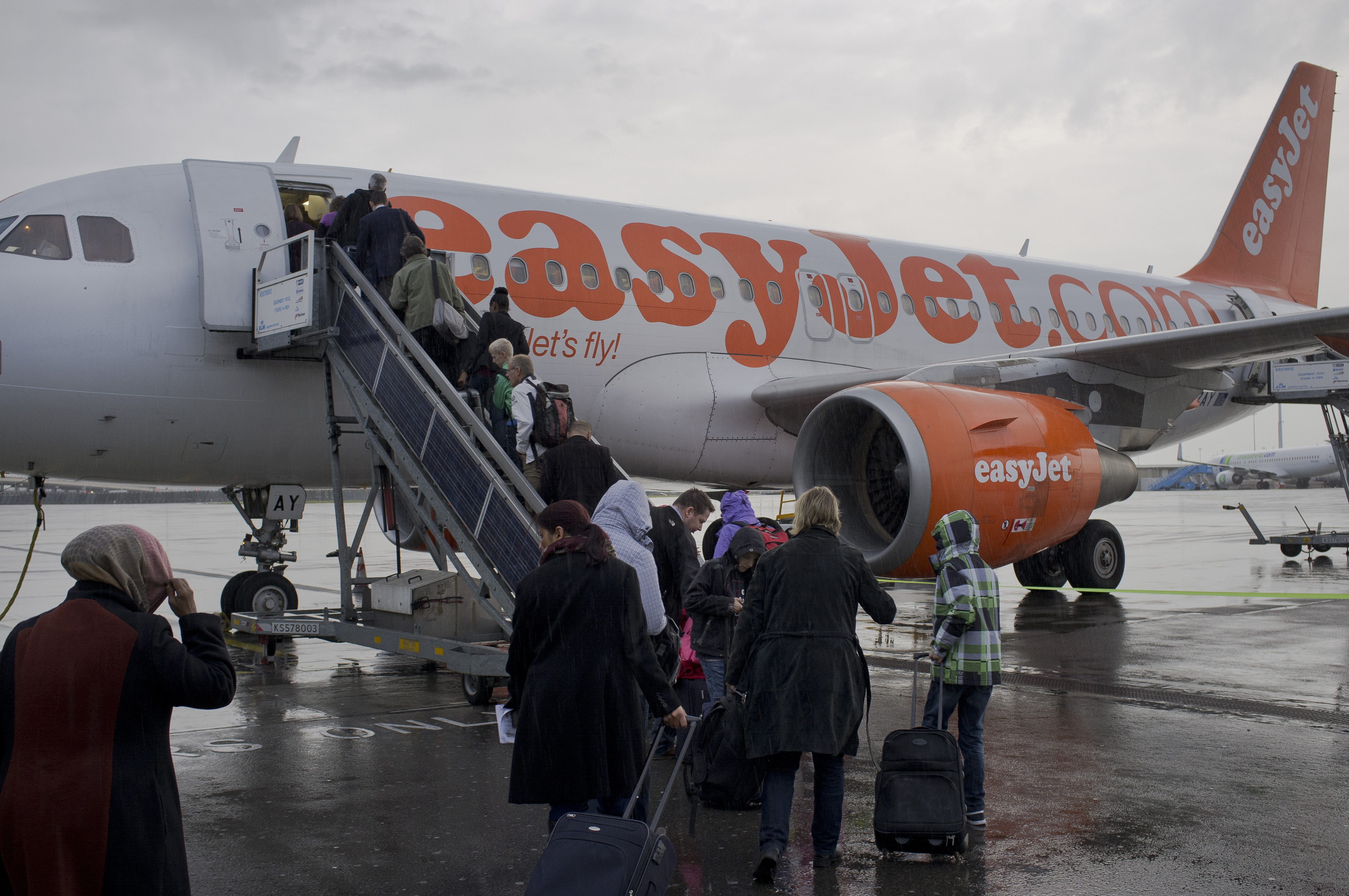 Doubts cast on easyJet plan to be net-zero emissions airline