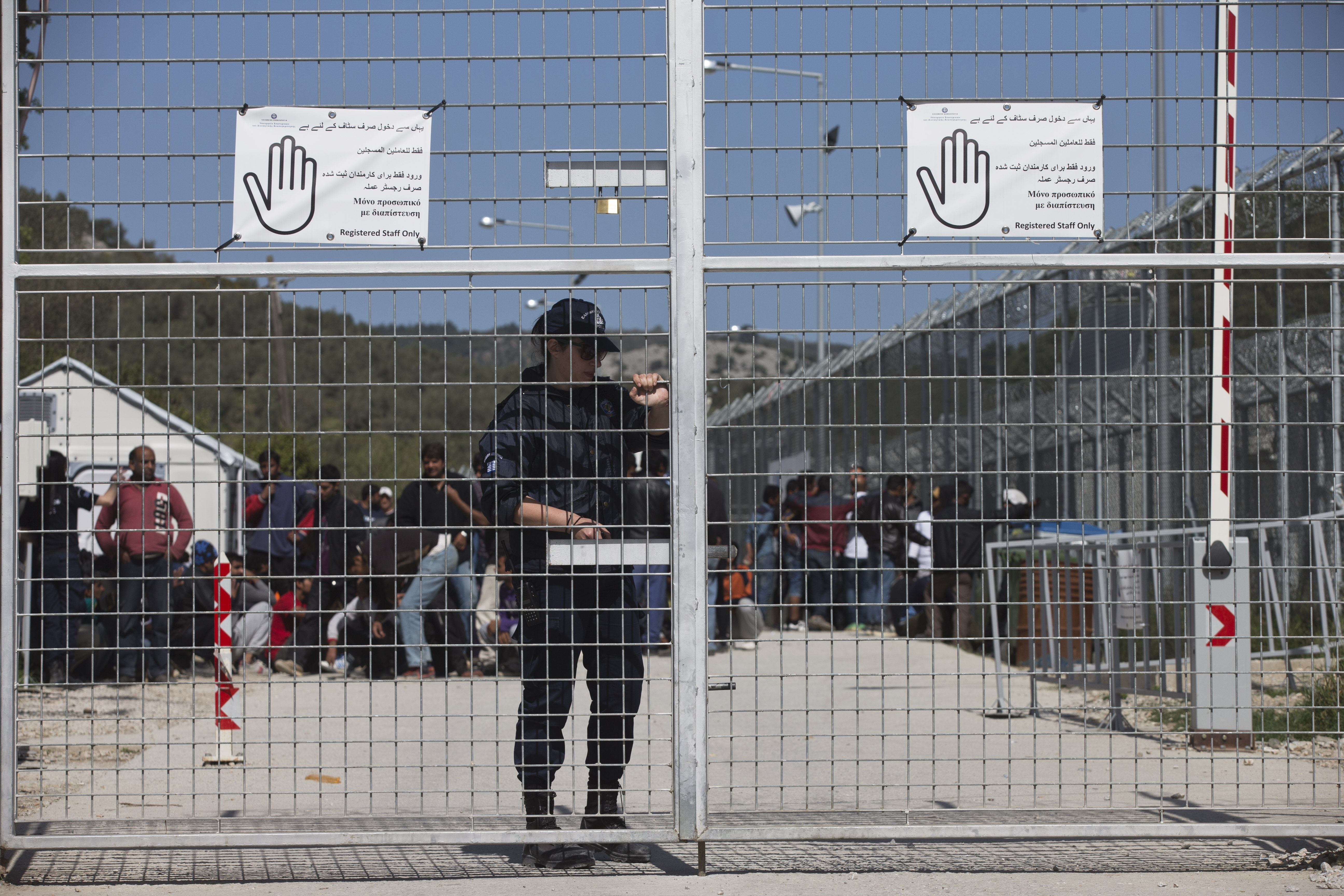 Greece: Emergency powers to build migrant detention camps