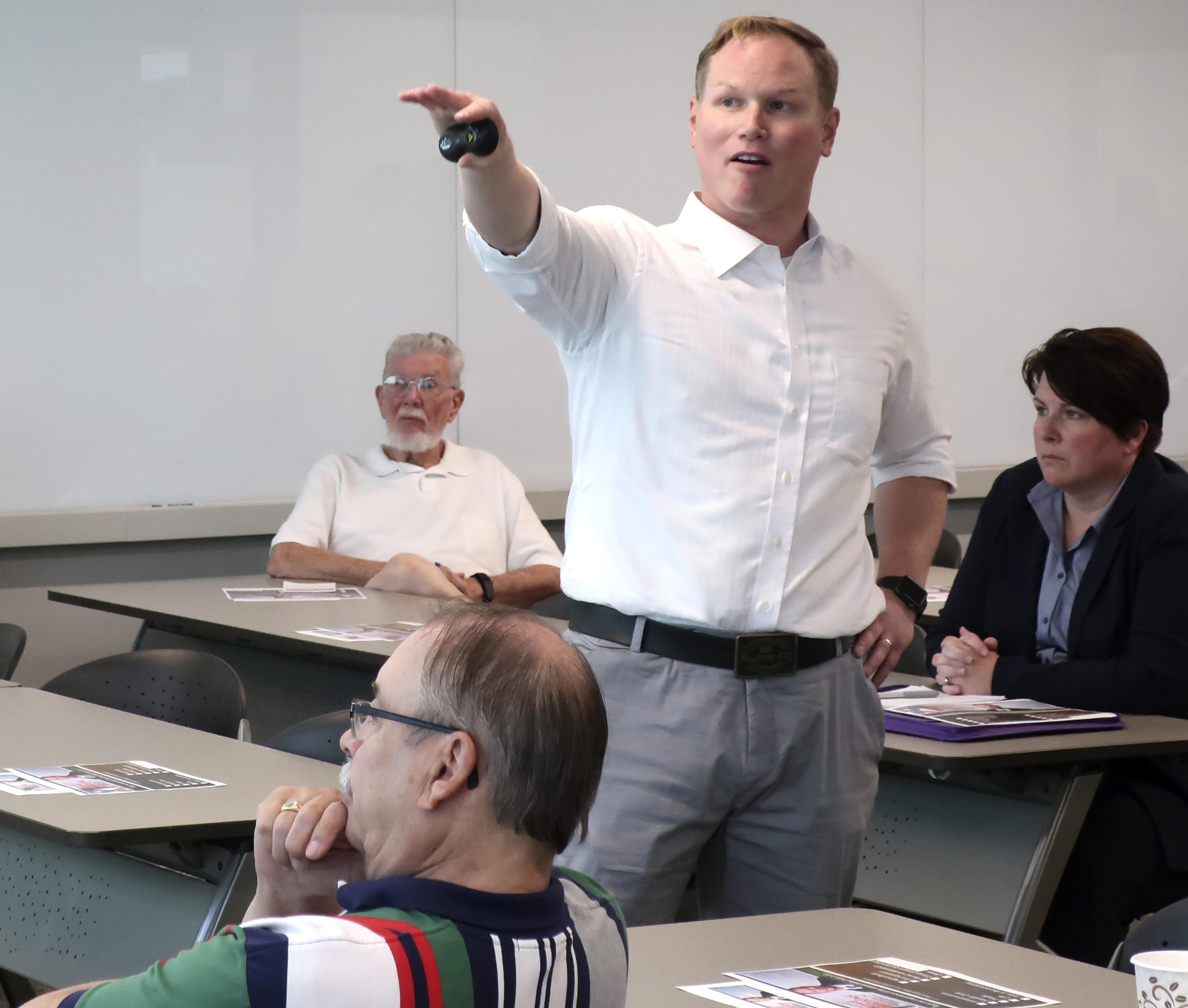 Kansas GOP congressman faces probe of voter registration