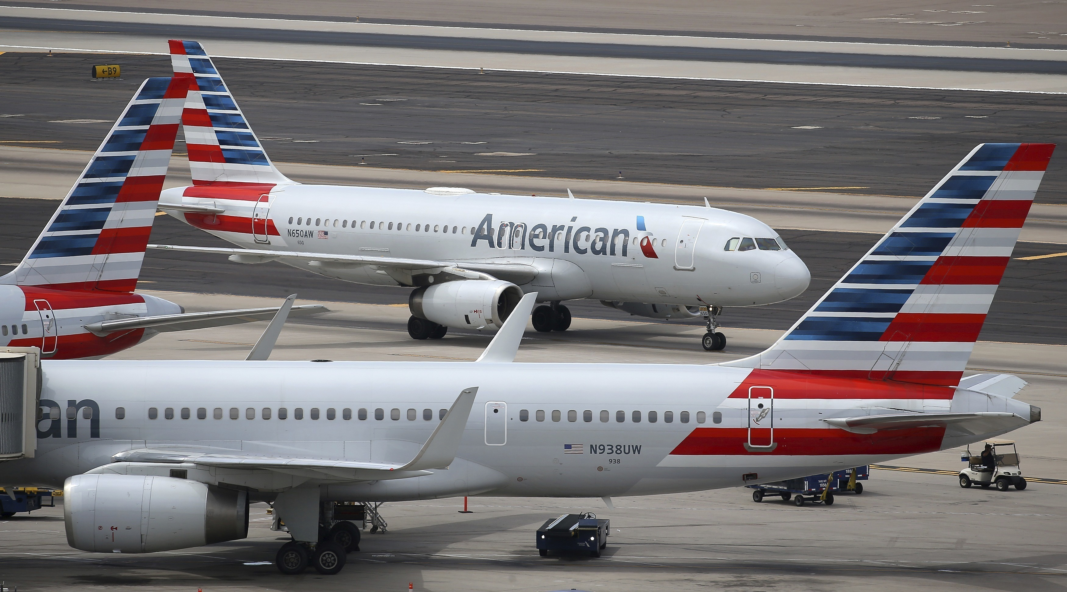 American Airlines vows to fix problems vexing its passengers