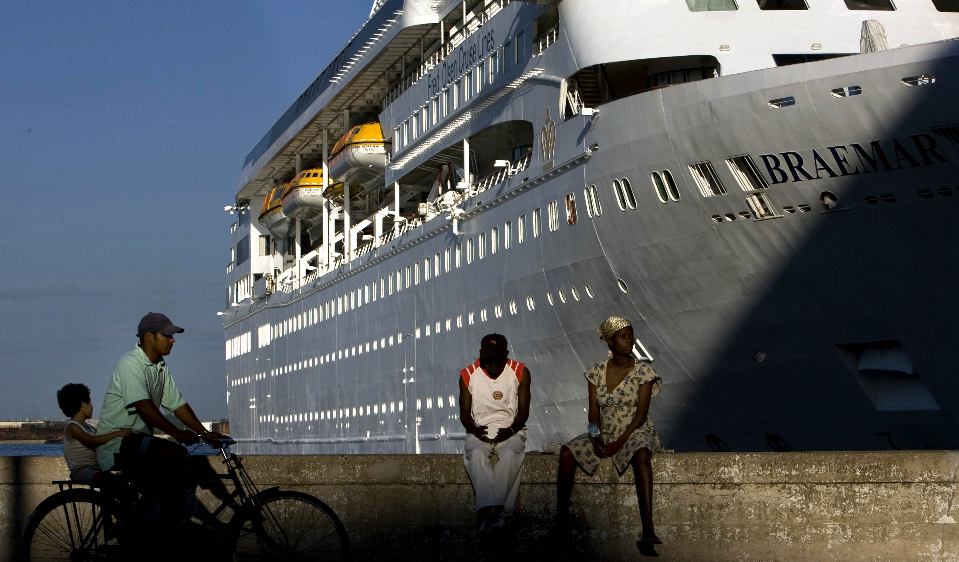 Cruise ship sails to St. Maarten after COVID-19 scare