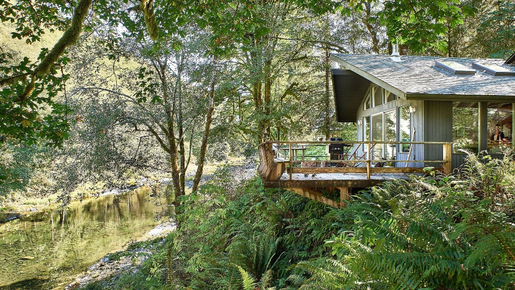 This Sunny A-Frame in Oregon Is Every Outdoorsy Person's Dream