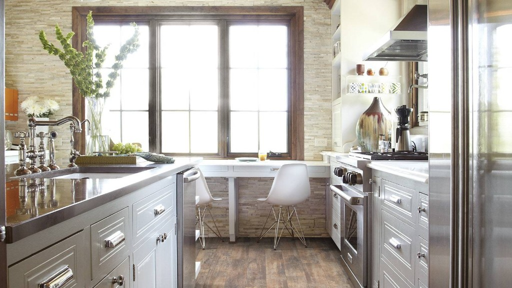 How to Clean Laminate Floors: 11 Do's and Don'ts