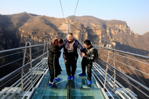 Are China's Glass Floors a Disaster Waiting to Happen?