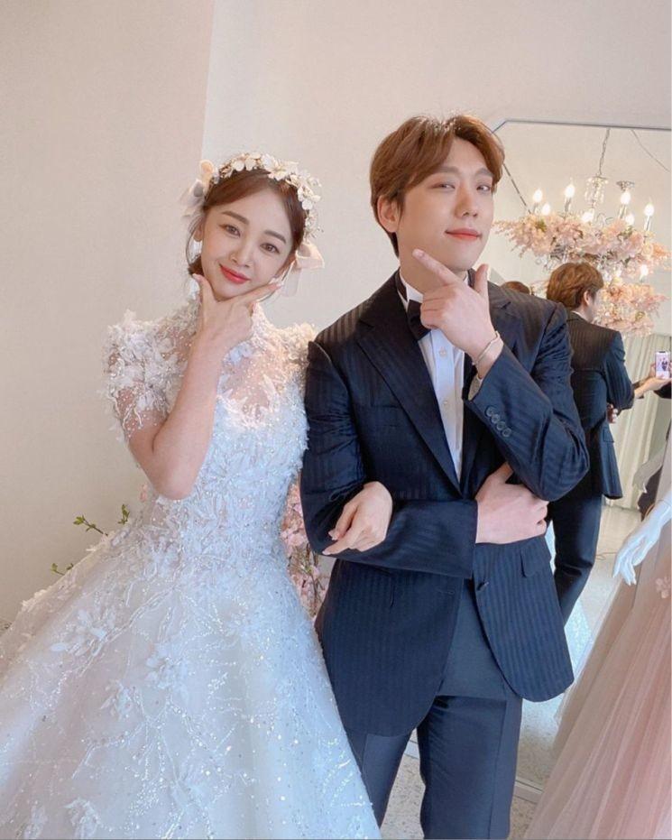 '결혼식 연기' 김보미♥윤전일, 6월까지 예비부부