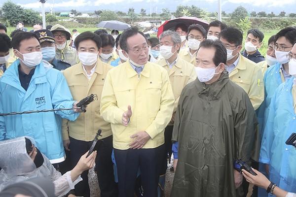 송하진 전북지사, 정세균 총리에게 '전국 특별재난지역 지원' 건의