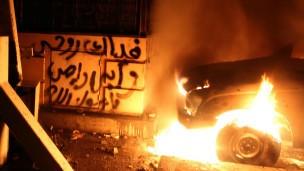أكثر من 200 مصاب في تجدد الاشتباكات في محيط السفارة الامريكية بالقاهرة