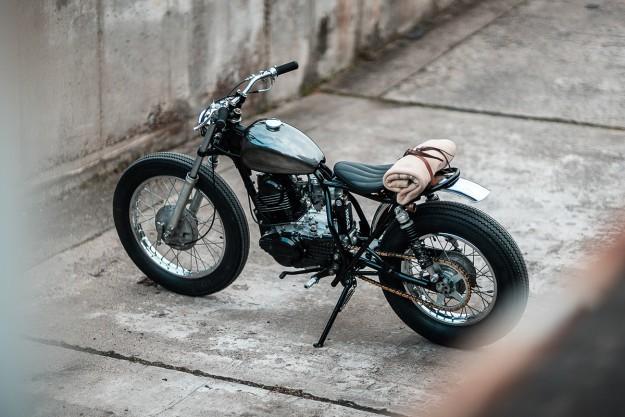 Slowly Does It: Hookie's laid-back Yamaha SR250 SE