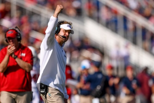 FAU Accidentally Sends Mass Text to Fans Claiming Win After Loss to Oklahoma
