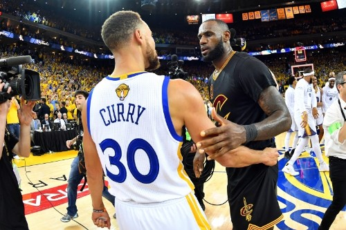 Stephen Curry Talks 'Amazing' LeBron James, Defends Cavaliers' Roster