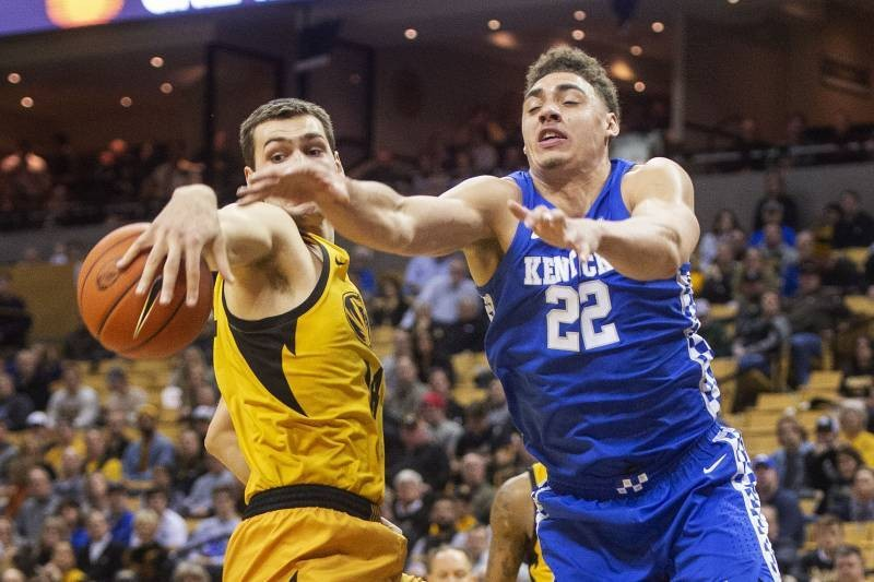 Kentucky's Reid Travis out 7 to 10 Days After Knee Injury Diagnosed as Sprain