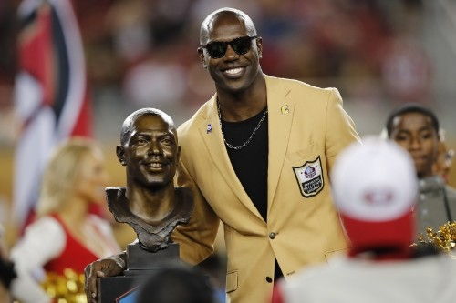 Terrell Owens' Memorabilia Auctioned off After HOFer Didn't Pay Storage Company