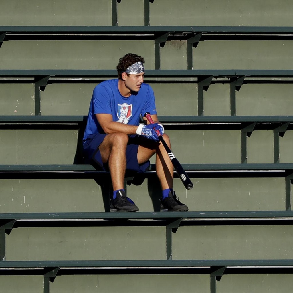 Cubs' Anthony Rizzo Day-to-Day with Back Injury, Will Undergo MRI