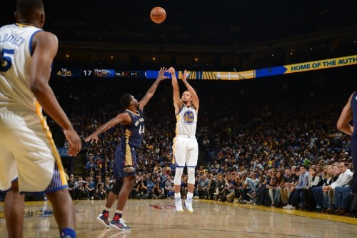Stephen Curry Serves Up NBA-Record 13 Three-Pointers as Warriors Drop Pelicans