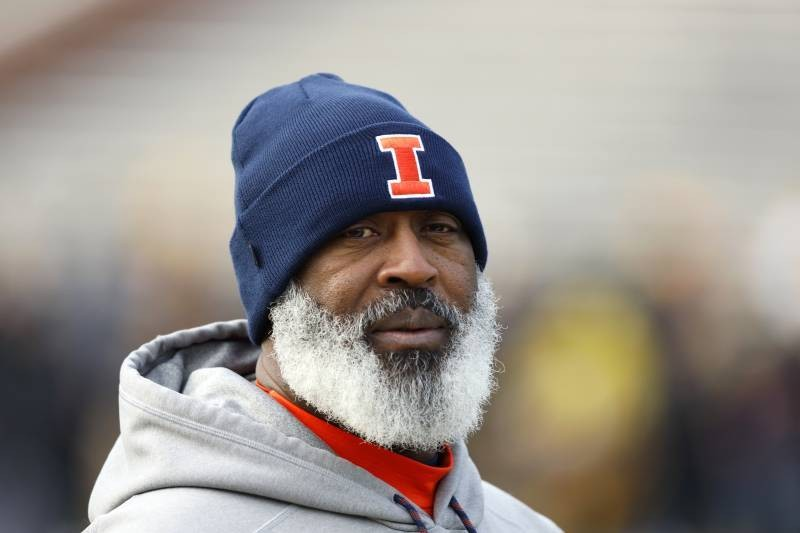 Illinois HC Lovie Smith Shows off Clean-Shaven Face After Cutting Epic Beard