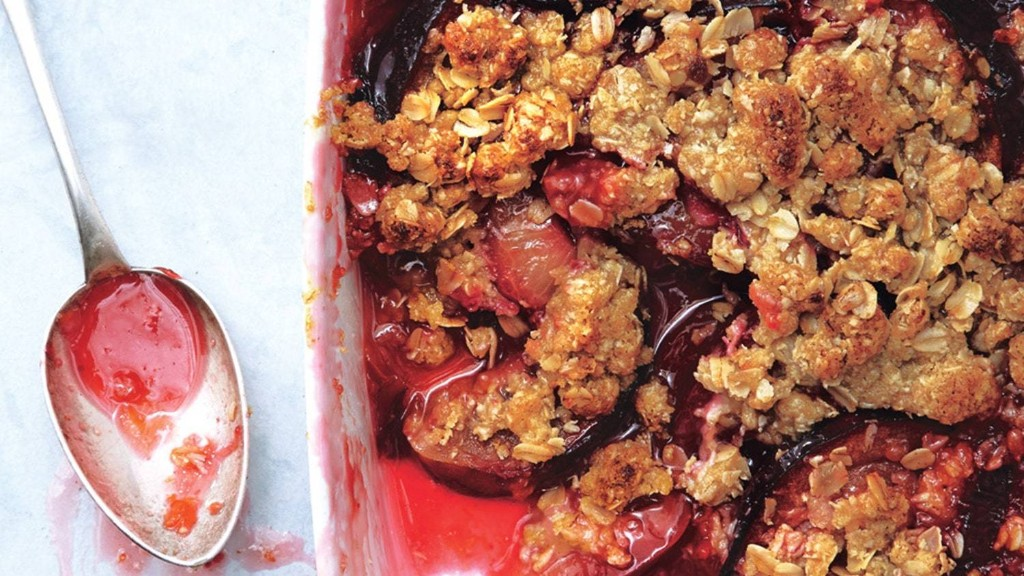 17 Cobblers, Crumbles, Crisps, and Buckles That Make Us Want to Eat All the Berries and Crumbs