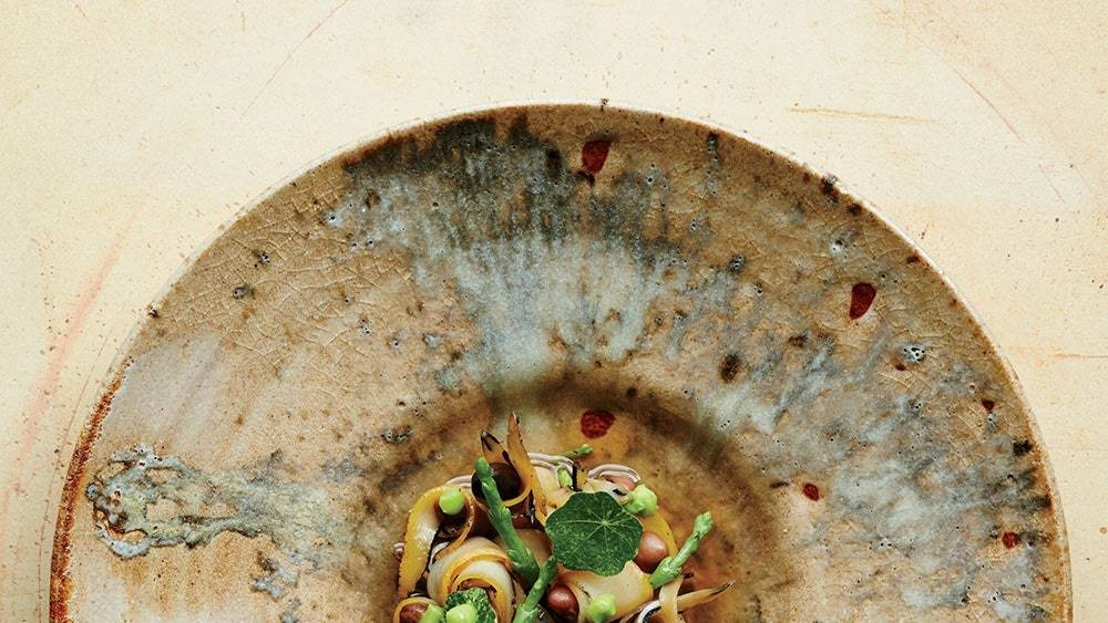 Why Restaurants are Ditching White China for Hand-Made Ceramics