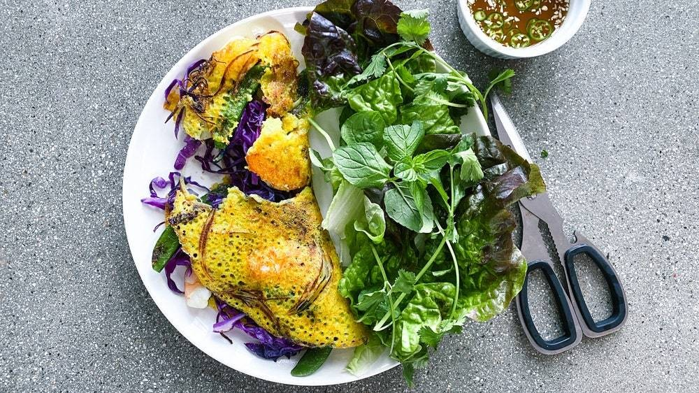 I'd Stuff My Face With These Vietnamese Sizzling Crepes Every Meal of the Day
