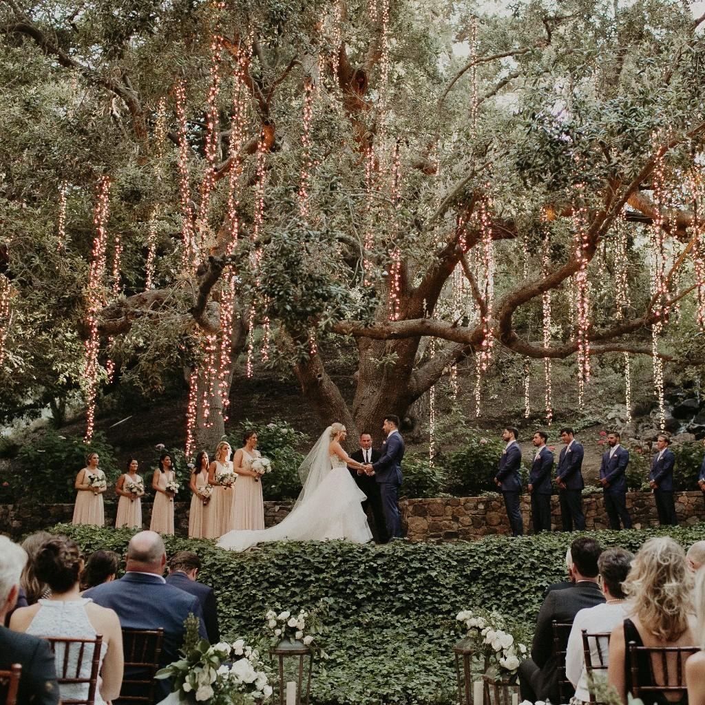 32 Chic Rose Gold Wedding Décor Ideas