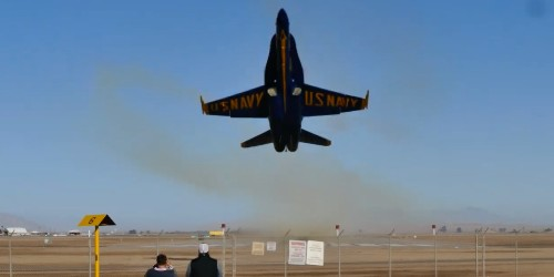Watch people's reactions as an F-18 flies two inches from their face - Business Insider