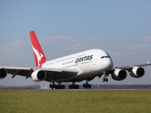 Qantas Airbus A380 'nosedives' after wake turbulence from another A380 - Business Insider