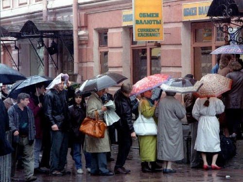 Russians advised to pull their money out of banks and prepare for 'black market in cash'