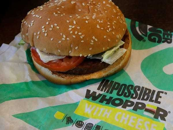 Angry vegans sue Burger King for 'contaminating' Impossible Whopper - Business Insider