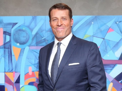 Tony Robbins has a simple rule he recommends all managers should follow