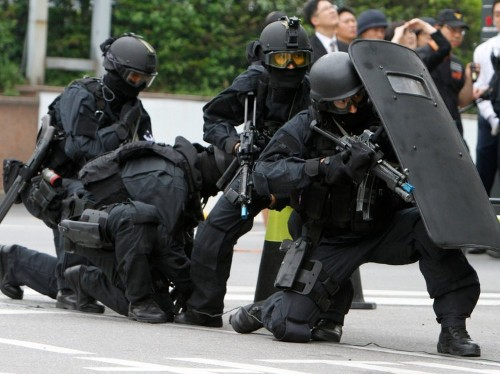 The craziest small-arms maneuvers by South Korean SWAT, in 9 GIFs