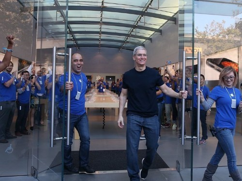 iPhone 6 sales are continuing to smash expectations