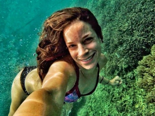 A 31-year-old who's been traveling the world for 5 years explains how she affords it