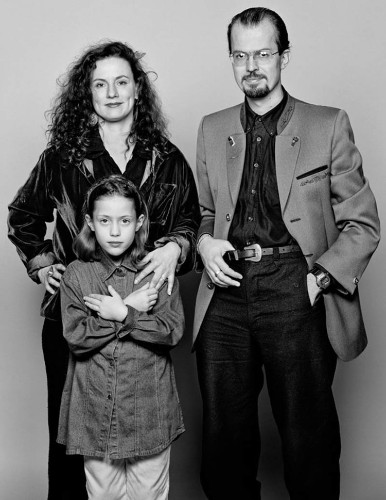 This photographer captured the same couples over a 30-year period — and the changes are remarkable