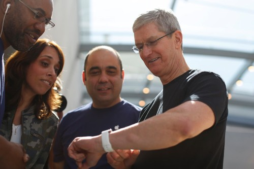 Apple CEO Tim Cook explains how Siri improves his home life — and it's a subtle shot at Amazon