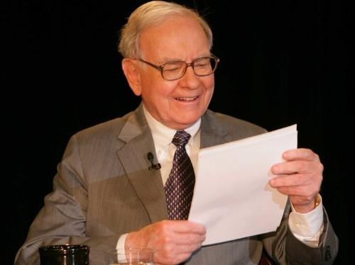 19 books billionaire Warren Buffett thinks everyone should read