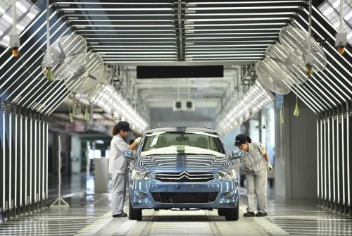 Foreign automakers are doubling down on their China bets despite a big economic slowdown