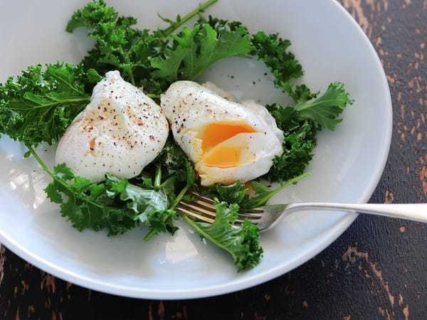 How to perfectly poach an egg in the microwave - Business Insider