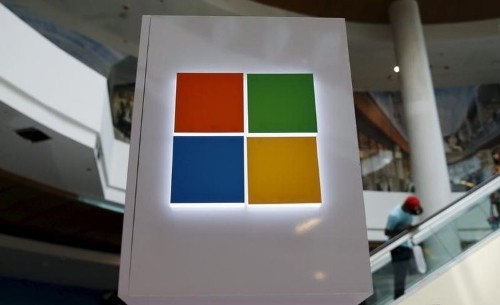 Microsoft takes on Oracle, opening up database software to Linux
