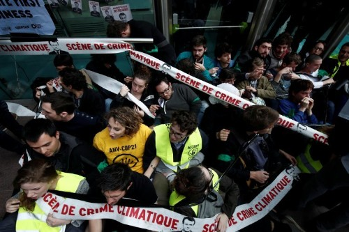 Climate change protesters block access to French multinationals