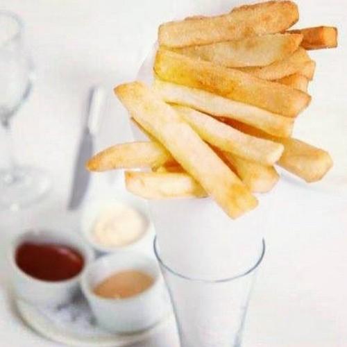 13 ways French fries are eaten around the world